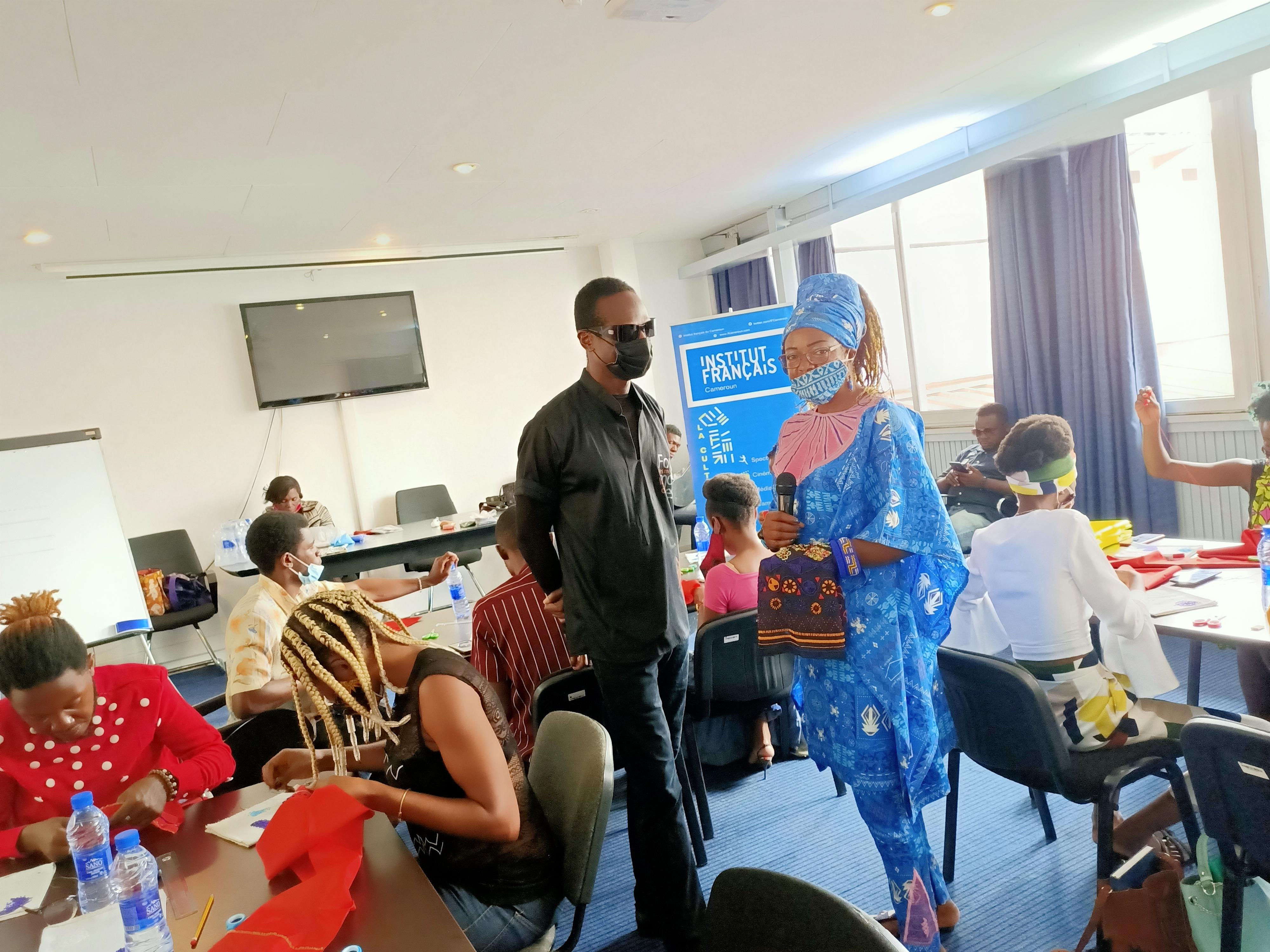 Forum de la Mode et du Design, avec Igénie maître en Perlage à l'IFC à Yaoundé